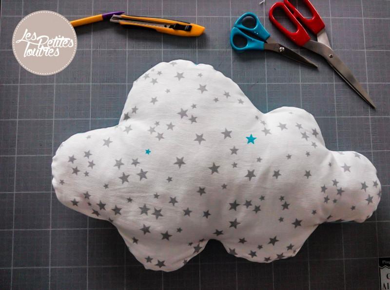 Coussin nuage tuto de couture les petites loutres - Tuto deco chambre ...