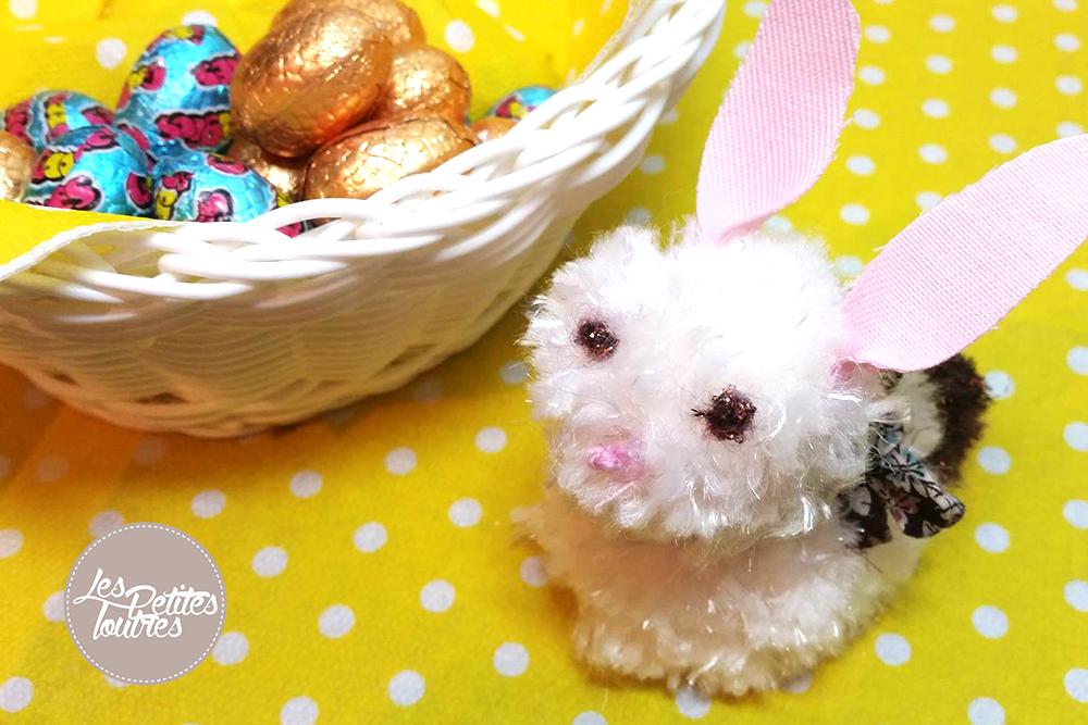 Voici un petit tuto tout simple pour réaliser un lapin Pompon de Pâques ! Facile à réaliser avec un enfant, il vous permet de confectionner un petit lapin.